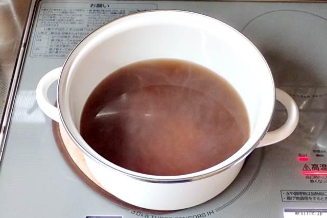 小豆水を作っている様子