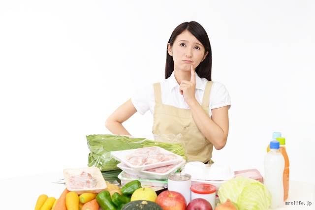 料理作りに悩む女性