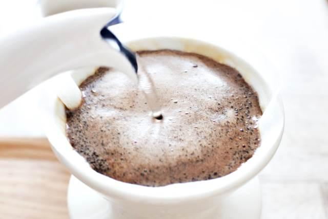 コーヒーを作っている様子