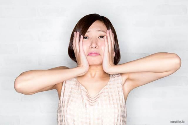 肌のくすみで悩む女性