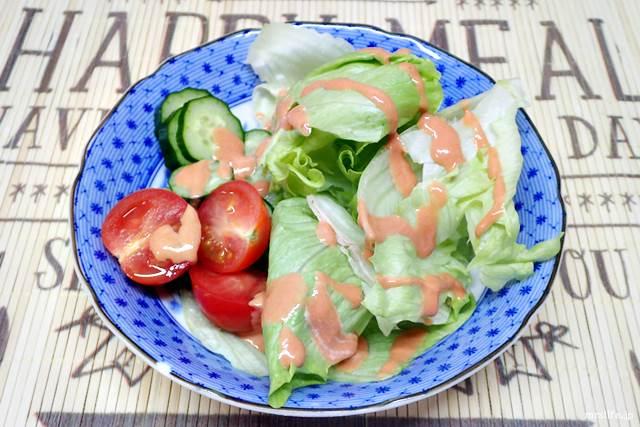 にんにく油のマヨケチャディップのサラダ