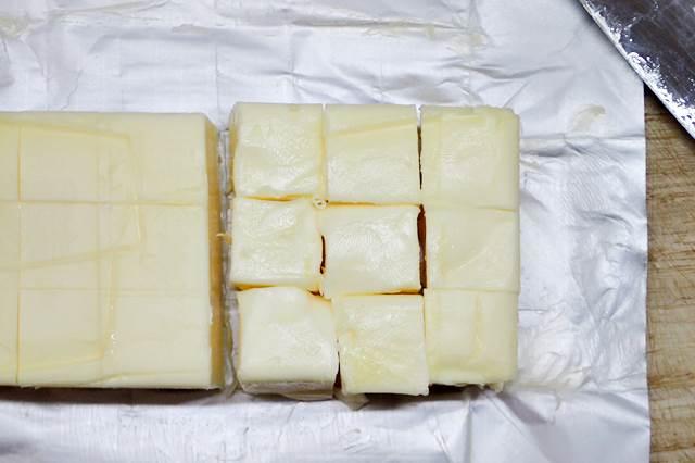 2cmくらいの角切りにした無塩バター